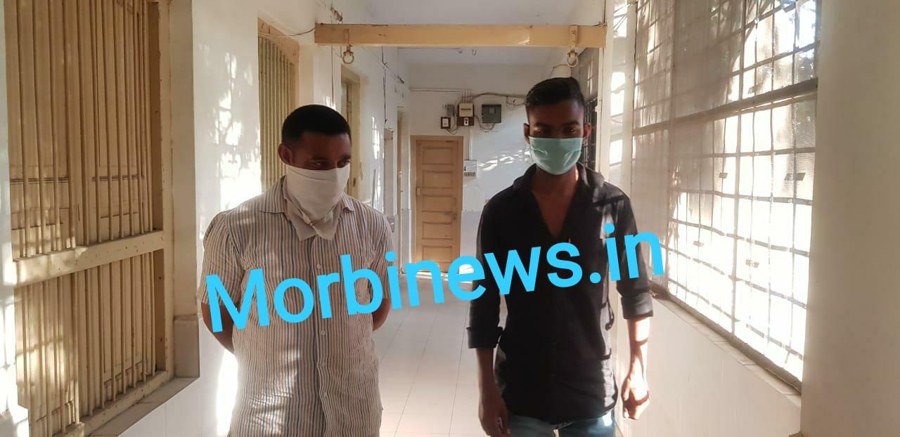 જામનગર : હળવદના પોલીસ કર્મચારીએ વચેટિયા મારફત માંગી હતી ૪૦ હજારની લાંચ, બંને ઝડપાયા